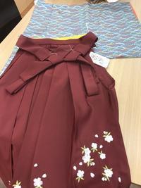 小学生のお嬢様への卒業袴の準備はお済みですか? - 着物Old&Newたんす屋泉北店ブログ
