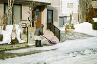 雪割り作業とラボのモノクロスキャン - 照片画廊
