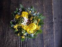 お母様のお誕生日にタルト型アレンジメント。「黄色~グリーン系」。2019/02/18。 - 札幌 花屋 meLL flowers