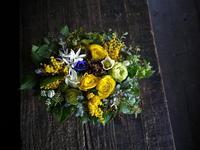 10年めのご結婚記念日に奥様へアレンジメント。「黄色~黄緑等、明るい感じ」。平岸1条にお届け。2019/02/18。 - 札幌 花屋 meLL flowers