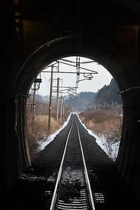 藤田八束の鉄道写真@トンネルの向こうに見える景色に期待、青い森鉄道とトンネル列車の表情に魅せられて - 藤田八束の日記
