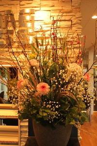 エニタイムフィットネスセンター赤羽北店様へひな祭り - 北赤羽花屋ソレイユの日々の花