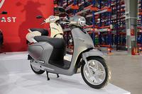電動バイク「クララ(Klara)」 - バイクの横輪