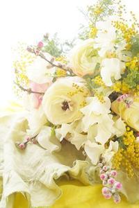 「ベタでない」桃の節句ブーケ - お花に囲まれて
