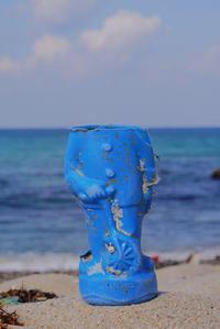 青い空、青い海、青い人形 - Beachcomber's Logbook