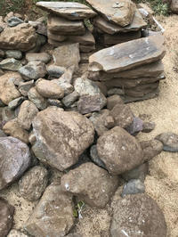 庭の石がゴロゴロ - piecing・針仕事と庭仕事の日々