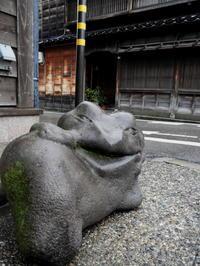 金沢そぞろ歩き:東山・ひがし茶屋街 - 日本庭園的生活