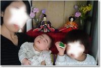 【初節句&誕生日】雛人形の前で家族写真の予定が…最悪な事態に(゚ーÅ) - 素敵な日々ログ+ la vie quotidienne +