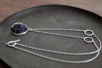 ソーダライトネックレス - 石と銀の装身具