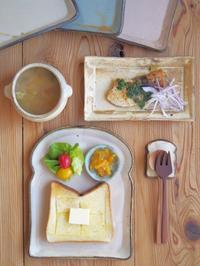 さかなさかな朝ごはん - 陶器通販・益子焼 雑貨手作り陶器のサイトショップ 木のねのブログ