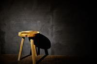 欅スツール3本脚 - SOLiD「無垢材セレクトカタログ」/ 材木店・製材所 新発田屋(シバタヤ)