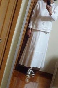 コート下の着画、上下真っ白、着るには勇気がいる - おしゃれ自己満足日記
