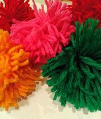 カラフルな毛糸のボンボン - Daily Green (デイリー・グリーン)