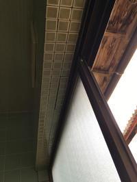 お風呂場その5。下側のタイル貼っていきますー! - 風のいろ