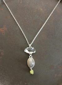 ムーンストーン×クオーツ×ペリドットネックレス - 石と銀の装身具