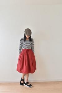 パウダースノウのような綿混合ナイロン生地で赤色のスカートを作りました♫ - 親子お揃いコーデ服omusubi-five(オムスビファイブ)