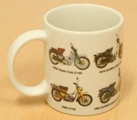 歴代のスーパーカブをデザインしたマグカップ - バイクの横輪