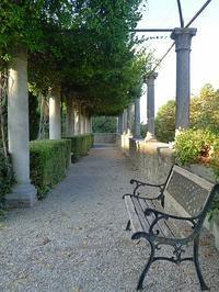 宮殿庭のベンチ (Panchina) - エミリアからの便り