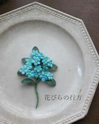枝をポキンと手折ったように・・忘れな草の枝コサージュ - 布の花~花びらの行方 Ⅱ