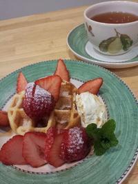 いちごのワッフル - 香りの紅茶 ムレスナティー HONORATKA TEA ROOM