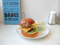 Cherry Hills Diner(桜山) - avo-burgers ー アボバーガーズ ー