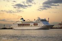 MV Columbus 横浜港初入港No1 - N.Eの玉手箱