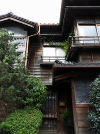 金沢そぞろ歩き:長町武家屋敷 - 日本庭園的生活