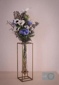 アイアンとガラスの花器 - 木の実、ドライフラワーのある暮らし ■東京■長野 木の実、ドライフラワー、スパイスのアレンジメント