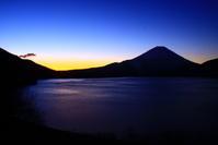 31年3月の富士(3)本栖湖の夜明けの富士 - 富士への散歩道 ~撮影記~