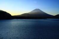 31年3月の富士(4)蒼い本栖湖と富士 - 富士への散歩道 ~撮影記~