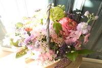 送別の花薄い色で - 北赤羽花屋ソレイユの日々の花