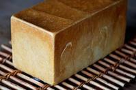 角食とサクラサク - 森の中でパンを楽しむ