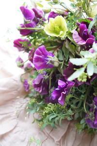 乙女心が踊ってドキドキするブーケ - お花に囲まれて