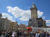 プラハ旧市街広場の幸せシャボン玉 - 海外一人旅 addict