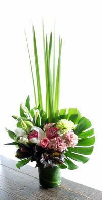ご自宅での法事用にアレンジメント。南区南沢にお届け。2019/03/11。 - 札幌 花屋 meLL flowers