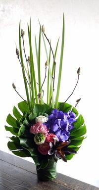 お供えのアレンジメント。澄川4条にお届け。2019/03/12。 - 札幌 花屋 meLL flowers