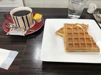 コーヒーとワッフル夫と過ごした店で - あじさい通信・ブログ版