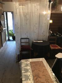 イベントの準備に追われています。「今日はアトリエRoseさんの作品が届きました。」編 - 納屋Cafe 岡山