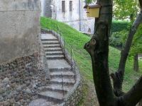 宮殿の裏口の階段 (Scale) - エミリアからの便り