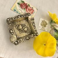 ●イングランドのバラモチーフ♪ - 英国古物店 PISKEY VINTAGE/ピスキーヴィンテージのあれこれ