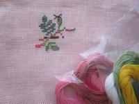 * 刺繍の野バラが咲き始めました - フランス Bons vivants des marais Ⅱ
