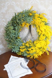 今季ラストのミモザは葉も美しく♪ - お花に囲まれて