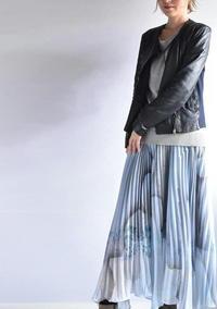 美しいロングプリーツスカート! - PETIT POINT CINQ のプチコラム