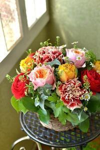 周年のお祝いに贈るフラワーアレンジメント。 - 花色~あなたの好きなお花屋さんになりたい~