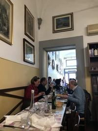 サン・ロレンツォ地区、昼間のみ営業の人気トラットリア - フィレンツェのガイド なぎさの便り