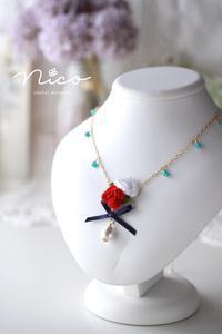 アリスの薔薇のネックレス☆赤薔薇 - Nico  ちいさな編み物たち