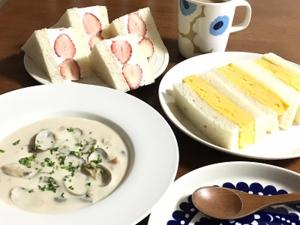 あさりのクラムチャウダーと昨日の角食で玉子といちごのサンドイッチ♪ - la la la kitchen 2 ♪