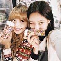 BLACKPINK ジェニー、リサの誕生日を祝福…可愛らしいツーショットを公開「愛してる」 - Niconico Paradise!