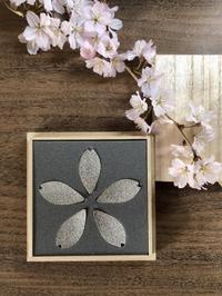 桜の箸置き&椿も咲いてまーす - g's style day by day ー京都嵐山から、季節を楽しむ日々をお届けしますー