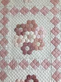 シュガーピンクの花束・ミニ - キルトで幸せな毎日を